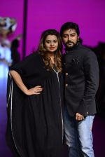 Model walk the ramp for Shantanu and Nikhil Show at Lakme Fashion Week 2016 on 27th Aug 2016 (1098)_57c2d1a44ef31.JPG