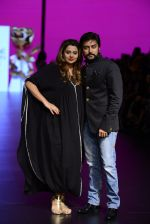 Model walk the ramp for Shantanu and Nikhil Show at Lakme Fashion Week 2016 on 27th Aug 2016 (1104)_57c2d1c234e88.JPG