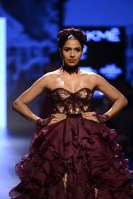 Model walk the ramp for Shantanu and Nikhil Show at Lakme Fashion Week 2016 on 27th Aug 2016 (1445)_57c2d3fa09d28.JPG
