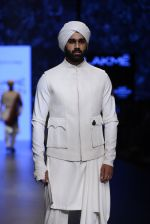 Model walk the ramp for Shantanu and Nikhil Show at Lakme Fashion Week 2016 on 27th Aug 2016 (1768)_57c2d65ba97fb.JPG
