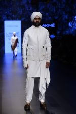 Model walk the ramp for Shantanu and Nikhil Show at Lakme Fashion Week 2016 on 27th Aug 2016 (1769)_57c2d65e153f1.JPG