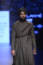 Model walk the ramp for Shantanu and Nikhil Show at Lakme Fashion Week 2016 on 27th Aug 2016 (1824)_57c2d6b83996a.JPG