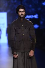 Model walk the ramp for Shantanu and Nikhil Show at Lakme Fashion Week 2016 on 27th Aug 2016 (1838)_57c2d6ccc84ea.JPG