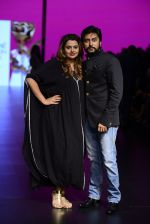 Model walk the ramp for Shantanu and Nikhil Show at Lakme Fashion Week 2016 on 27th Aug 2016 (1092)_57c2d1933d9df.JPG
