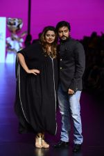 Model walk the ramp for Shantanu and Nikhil Show at Lakme Fashion Week 2016 on 27th Aug 2016 (1103)_57c2d1bb730e3.JPG