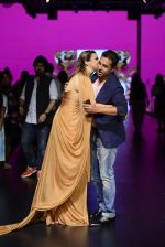 Model walk the ramp for Shantanu and Nikhil Show at Lakme Fashion Week 2016 on 27th Aug 2016 (1161)_57c2d1e82a637.JPG