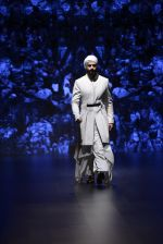 Model walk the ramp for Shantanu and Nikhil Show at Lakme Fashion Week 2016 on 27th Aug 2016 (1707)_57c2d5daee9b9.JPG