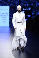 Model walk the ramp for Shantanu and Nikhil Show at Lakme Fashion Week 2016 on 27th Aug 2016 (1714)_57c2d5e91af86.JPG