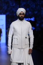 Model walk the ramp for Shantanu and Nikhil Show at Lakme Fashion Week 2016 on 27th Aug 2016 (1766)_57c2d6574a685.JPG