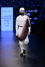 Model walk the ramp for Shantanu and Nikhil Show at Lakme Fashion Week 2016 on 27th Aug 2016 (1775)_57c2d669af1c7.JPG