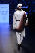 Model walk the ramp for Shantanu and Nikhil Show at Lakme Fashion Week 2016 on 27th Aug 2016 (1777)_57c2d66d96981.JPG