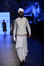 Model walk the ramp for Shantanu and Nikhil Show at Lakme Fashion Week 2016 on 27th Aug 2016 (1792)_57c2d68793a04.JPG
