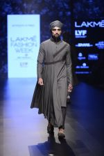 Model walk the ramp for Shantanu and Nikhil Show at Lakme Fashion Week 2016 on 27th Aug 2016 (1821)_57c2d6b41d991.JPG