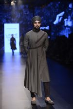 Model walk the ramp for Shantanu and Nikhil Show at Lakme Fashion Week 2016 on 27th Aug 2016 (1829)_57c2d6bf2cf52.JPG