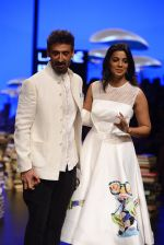 Mugdha Godse, Rahul Dev walk the ramp for Rajesh Pratap Singh Show at Lakme Fashion Week 2016 on 27th Aug 2016 (107)_57c2da77d804d.JPG