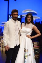 Mugdha Godse, Rahul Dev walk the ramp for Rajesh Pratap Singh Show at Lakme Fashion Week 2016 on 27th Aug 2016 (101)_57c2da6f936bc.JPG