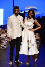 Mugdha Godse, Rahul Dev walk the ramp for Rajesh Pratap Singh Show at Lakme Fashion Week 2016 on 27th Aug 2016 (115)_57c2da8ba149e.JPG