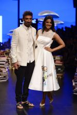 Mugdha Godse, Rahul Dev walk the ramp for Rajesh Pratap Singh Show at Lakme Fashion Week 2016 on 27th Aug 2016 (96)_57c2da6235a7e.JPG