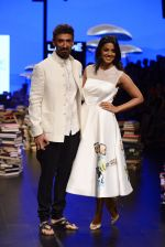 Mugdha Godse, Rahul Dev walk the ramp for Rajesh Pratap Singh Show at Lakme Fashion Week 2016 on 27th Aug 2016 (98)_57c2da66539c2.JPG