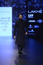 Riteish Deshmukh walk the ramp for Shantanu and Nikhil Show at Lakme Fashion Week 2016 on 27th Aug 2016 (2043)_57c2d18be1991.JPG