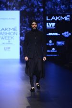 Riteish Deshmukh walk the ramp for Shantanu and Nikhil Show at Lakme Fashion Week 2016 on 27th Aug 2016 (2044)_57c2d18d61de7.JPG