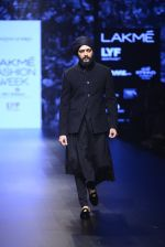 Riteish Deshmukh walk the ramp for Shantanu and Nikhil Show at Lakme Fashion Week 2016 on 27th Aug 2016 (2046)_57c2d1931f5b6.JPG