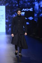 Riteish Deshmukh walk the ramp for Shantanu and Nikhil Show at Lakme Fashion Week 2016 on 27th Aug 2016 (2047)_57c2d1953ea51.JPG