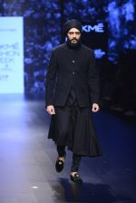 Riteish Deshmukh walk the ramp for Shantanu and Nikhil Show at Lakme Fashion Week 2016 on 27th Aug 2016 (2049)_57c2d19a2ba87.JPG