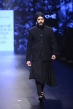 Riteish Deshmukh walk the ramp for Shantanu and Nikhil Show at Lakme Fashion Week 2016 on 27th Aug 2016 (2050)_57c2d19d8aca9.JPG
