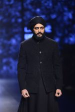 Riteish Deshmukh walk the ramp for Shantanu and Nikhil Show at Lakme Fashion Week 2016 on 27th Aug 2016 (2054)_57c2d1e9b5cb6.JPG