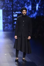 Riteish Deshmukh walk the ramp for Shantanu and Nikhil Show at Lakme Fashion Week 2016 on 27th Aug 2016 (2060)_57c2d1c53ed91.JPG