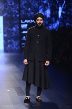Riteish Deshmukh walk the ramp for Shantanu and Nikhil Show at Lakme Fashion Week 2016 on 27th Aug 2016 (2061)_57c2d1ca0283e.JPG