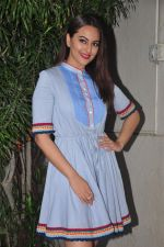 Sonakshi Sinha promote Akira in Mumbai on 27th Aug 2016 (36)_57c2c6c690e18.JPG