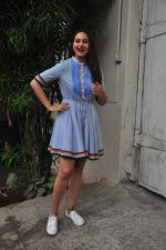 Sonakshi Sinha promote Akira in Mumbai on 27th Aug 2016 (40)_57c2c6cd326c3.JPG