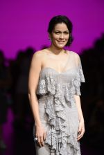 Waluscha de Sousa walk the ramp for Shantanu and Nikhil Show at Lakme Fashion Week 2016 on 27th Aug 2016 (1100)_57c2d218c6036.JPG