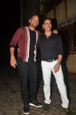 Akshay Kumar hosts a party in honour of Hollywood superstar Will Smith on 28th Aug 2016 (4)_57c3d5e59eac6.JPG