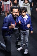 Emraan Hashmi walk the ramp for The Hamleys Show styled by Diesel Show at Lakme Fashion Week 2016 on 28th Aug 2016 (545)_57c3d0066cd5b.JPG