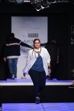 Model walk the ramp for Little Shilpa Show at Lakme Fashion Week 2016 on 28th Aug 2016 (404)_57c3c407bfa47.JPG