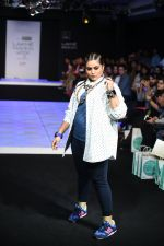 Model walk the ramp for Little Shilpa Show at Lakme Fashion Week 2016 on 28th Aug 2016 (409)_57c3c40ddc2c7.JPG
