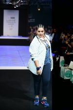 Model walk the ramp for Little Shilpa Show at Lakme Fashion Week 2016 on 28th Aug 2016 (413)_57c3c413b33cc.JPG