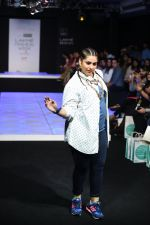 Model walk the ramp for Little Shilpa Show at Lakme Fashion Week 2016 on 28th Aug 2016 (417)_57c3c419cbd8c.JPG