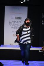 Model walk the ramp for Little Shilpa Show at Lakme Fashion Week 2016 on 28th Aug 2016 (446)_57c3c43fbc961.JPG
