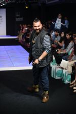 Model walk the ramp for Little Shilpa Show at Lakme Fashion Week 2016 on 28th Aug 2016 (390)_57c3c3f2e83c9.JPG