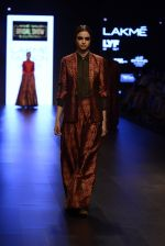 Model walk the ramp for Payal Khandwala Show at Lakme Fashion Week 2016 on 28th Aug 2016 (204)_57c3c7fed1880.JPG