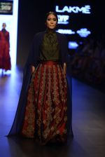 Model walk the ramp for Payal Khandwala Show at Lakme Fashion Week 2016 on 28th Aug 2016 (383)_57c3ca5b04d29.JPG