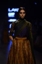 Model walk the ramp for Payal Khandwala Show at Lakme Fashion Week 2016 on 28th Aug 2016 (98)_57c3c5fc881c2.JPG