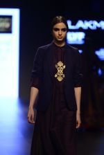 Model walk the ramp for Payal Khandwala Show at Lakme Fashion Week 2016 on 28th Aug 2016 (445)_57c3cac39514e.JPG