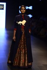 Model walk the ramp for Payal Khandwala Show at Lakme Fashion Week 2016 on 28th Aug 2016 (501)_57c3cb0c08180.JPG