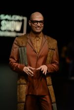 Model walk the ramp for Payal Khandwala Show at Lakme Fashion Week 2016 on 28th Aug 2016 (8)_57c3c53ec931c.JPG