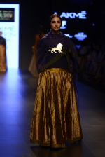 Model walk the ramp for Payal Khandwala Show at Lakme Fashion Week 2016 on 28th Aug 2016 (83)_57c3c5ab97f09.JPG